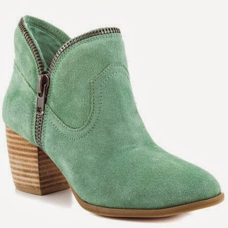 Demikian beberapa model sepatu boot wanita trendy yang bisa menjadi pilihan  anda saat anda bingung mencari model sepatu boot mana yang cocok dengan  selera ... 7bf8e28ffb