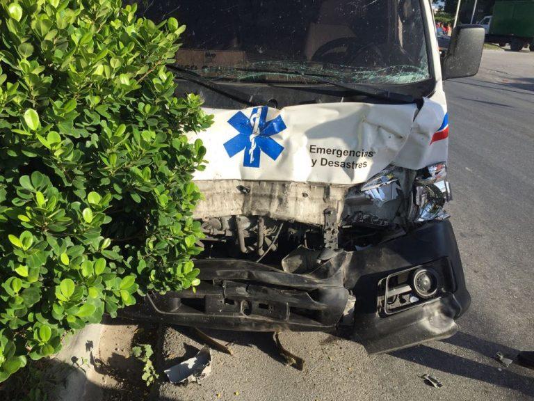 """BARAHONA: Ambulancia trasladaría paciente a Santo Domingo choca con """"vaca"""""""