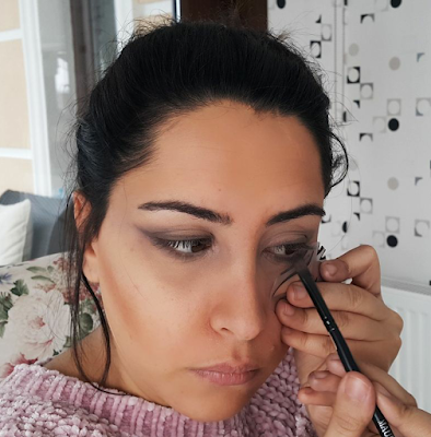 MAKEUP WITH MAGIC LINER