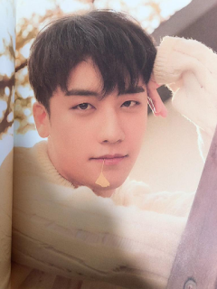 SEUNGRI'S 2019 WELCOMING PHOTOBOOK