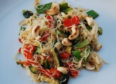 Vermicelles de riz et légumes sautés