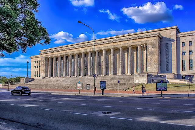 Edificio de la Facultad de Derecho en la Recoleta.