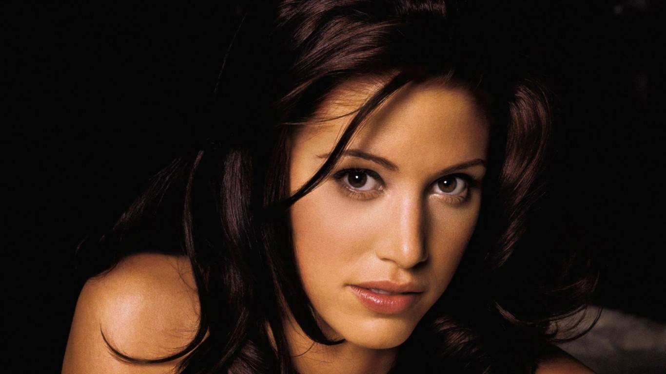 Shannon Elizabeth Fashion Models 768x1366jpg