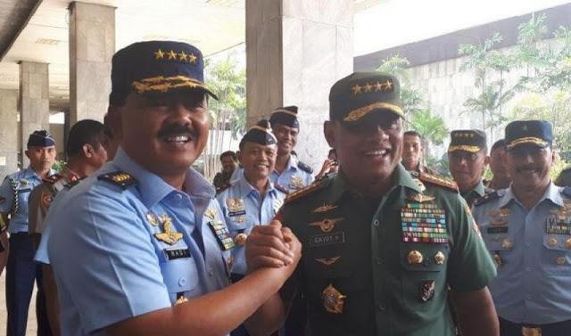 Gaya Salam Komando Jenderal Gatot-Marsekal Hadi Jelang Uji Kelayakan