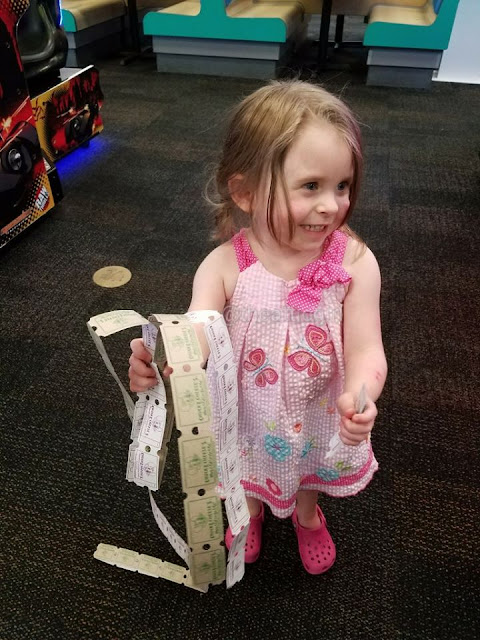 Chuck E. Cheese's deals, coupons, BOGO offers, things to do with kids, end of summer fun
