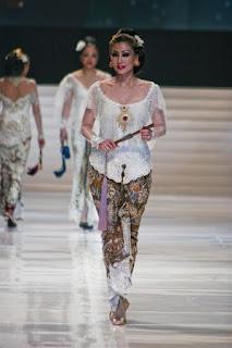 Model Kebaya Bali Modern Terbaru 2015