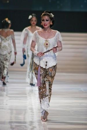 13+ Model Kebaya Bali Modern Terbaru 2018 Casual & Elegan
