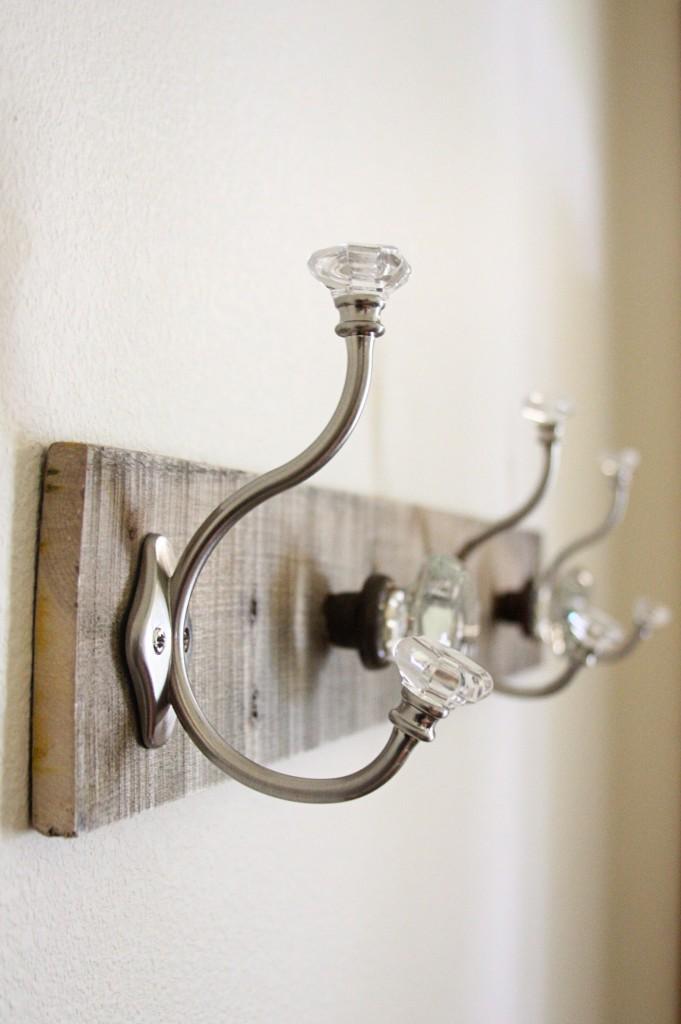 Pallet Coat Rack {glass door knob repurpose} | BeingBrook