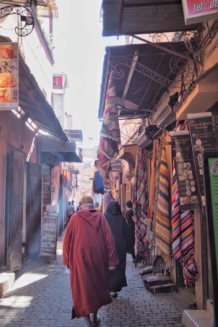 Souk dans la médina de Marrakech au Maroc
