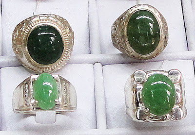 old and new style cabochon rings on display in Bogyoke Market Yangon