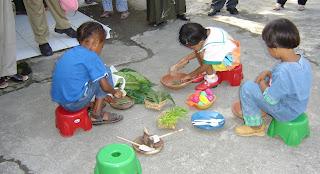 Bermain-masak-masakan, bermain disentra, BCCT Sentra, anak bermain