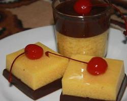 Cara Membuat Puding Coklat Buah Peach Saus Vanili ala Resep Praktis