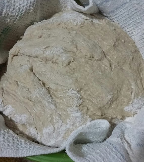20160103 183839 1 - Baştan Sona;''Bir Ekmek Yapmak'' (Bu Kez Çavdar Unu Kullanarak)