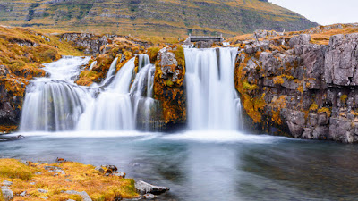 September weather in Iceland has cooler temperatures and fall colors