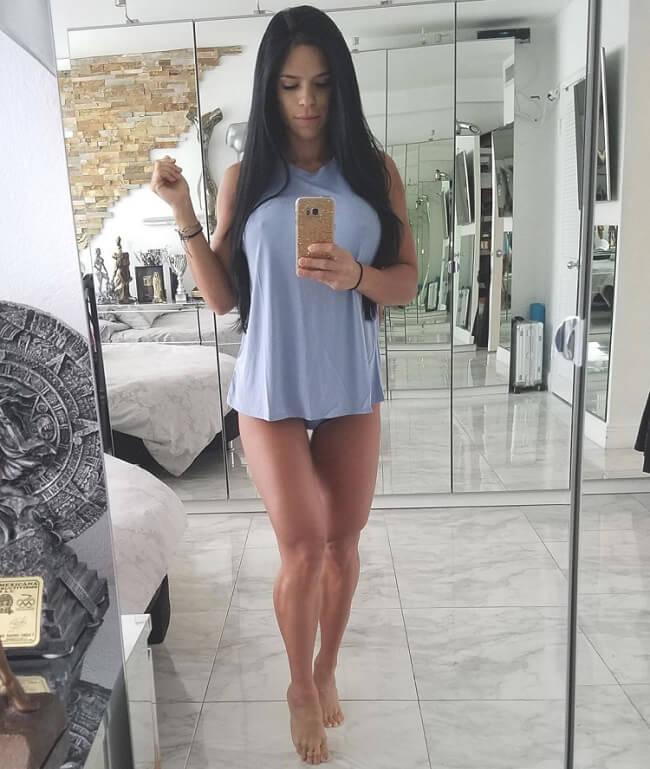Sósia oficial da atriz Bruna Marquezine Michelle Lewin