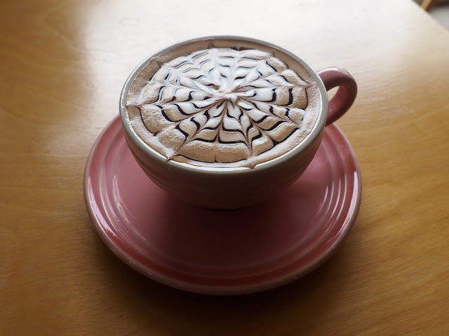 Snowflake / cobweb coffee art on a mocha from Marisstella in Myeongnyun, Busan, South Korea