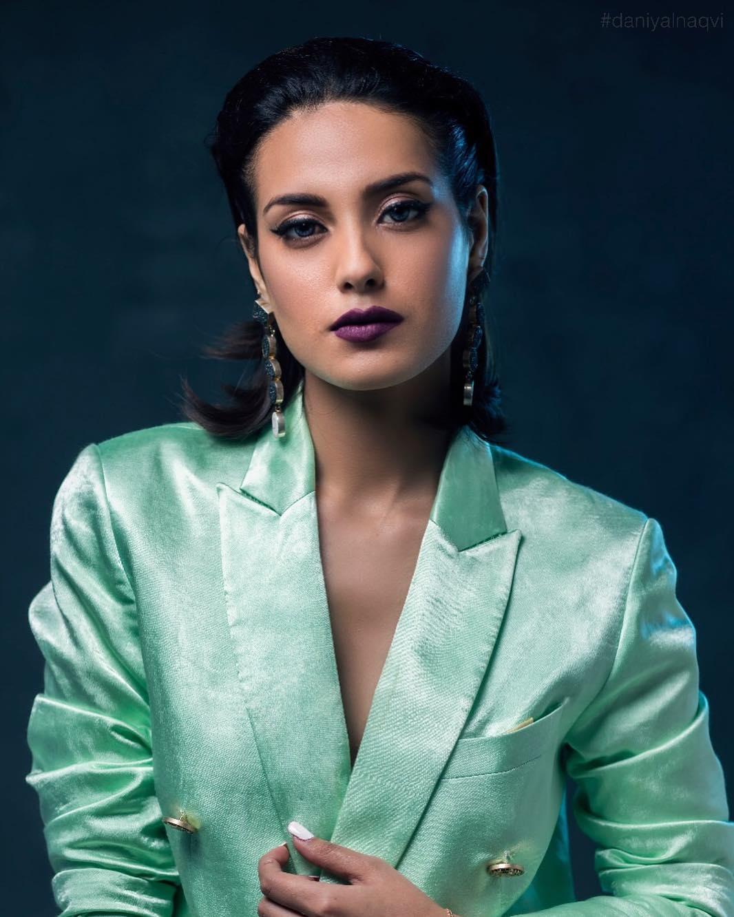 Iqra Aziz latest photoshoot looks very beautiful