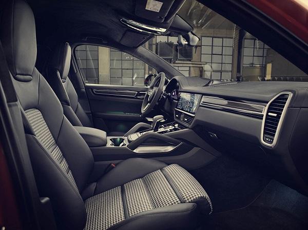Porsche Cayenne Coupé Interior