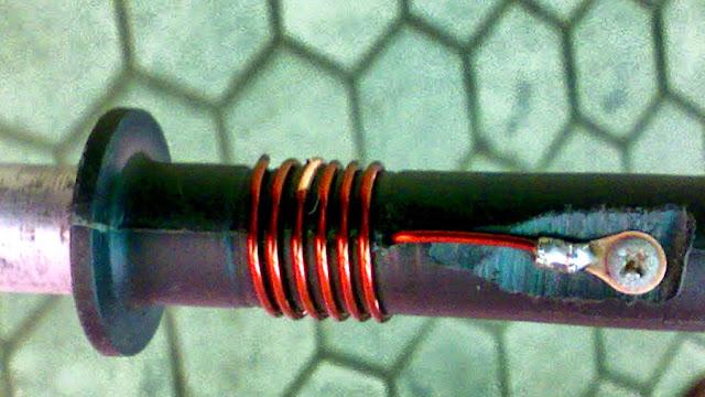 Ilustrasi loading coil antena telex V2R lokal. Foto : inet.