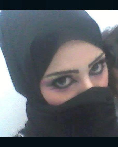 سعودية عزباء لديها شقة تبحث عن رجل للزواج