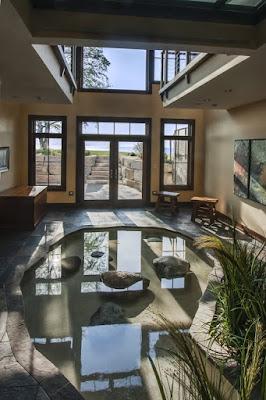 บ่อปลาคราฟในบ้านสวยๆ