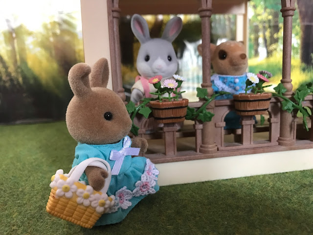 Sylvanian Families Grand Mansion Garden