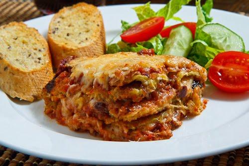 Σήμερα τρώμε... Μελιτζάνες στο φούρνο με τυριά και σάλτσα ντομάτας