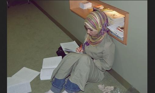 Wanita Karir Ini Resign Demi TAATnya Dengan Suami Yang Penjual Es Cendol