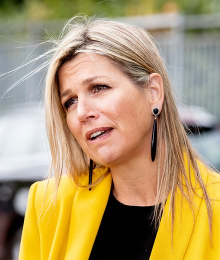 Queen Maxima wore a Zara yellow double-breasted blazer and Zara yellow trousers