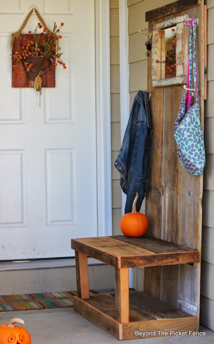 Reclaimed Barn Wood Hall Tree http://bec4-beyondthepicketfence.blogspot.com/2014/11/ode-to-barn-wood.html