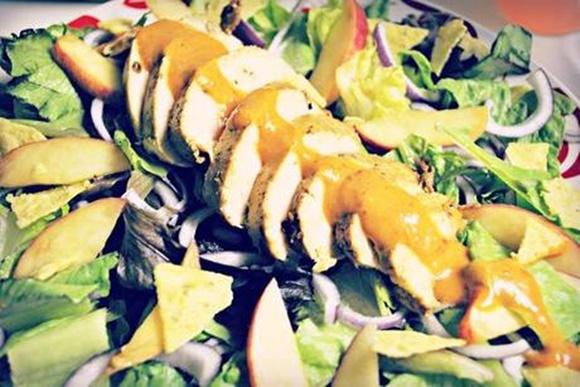 Salade De Pêches Et Chipotle Aux Blancs De Poulet