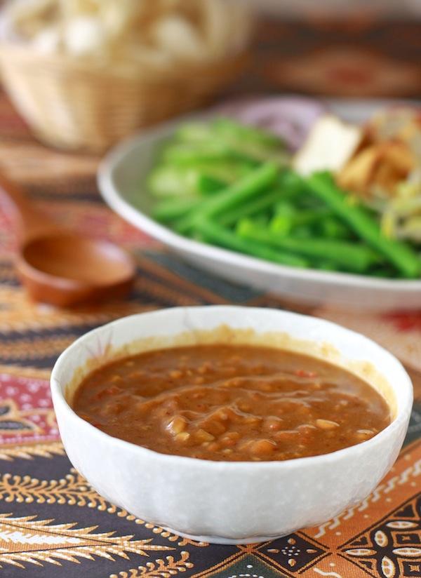 Easy Thai Peanut Sauce recipe by SeasonWithSpice.com