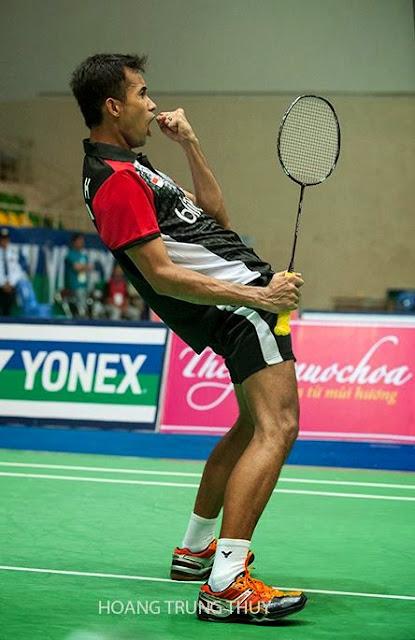 Khoảnh khắc thăng hoa khi trận đấu kết thúc. Rumbaka lên ngôi vô địch giải cầu lông Yonex Sunrise Việt Nam mở rộng 2014.