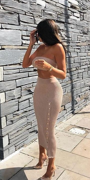 Knitted bandeau and skirt co-ord | From knit sweaters to knit sweater dress, knit cardigan dress to knitting cardigan. There are so much to try in knitwear fashion. Here are 25 cute knit outfits ideas to wear. knitting clothes and knitted outfits via higiggle.com #sweaters #knit #outfits #style