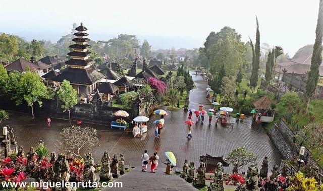 Vistas-Pura-Besakih-Bali