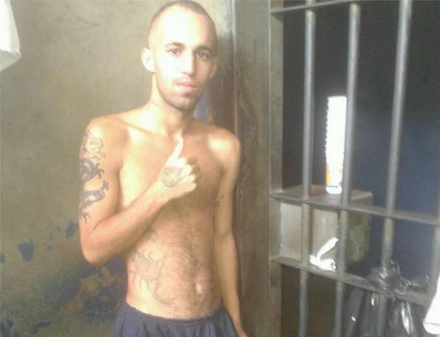 Preso atualiza Facebook de dentro da cadeia e ainda posta selfie