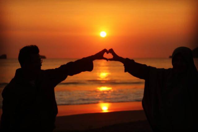 Pantai Ungapan Malang Selatan, bisa menikmati sunset, camping ground dan berkeliling area pantai dengan perahu
