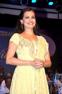 Celbs Rekha and Dia Mirza at Laxmikant Pyarelal nite