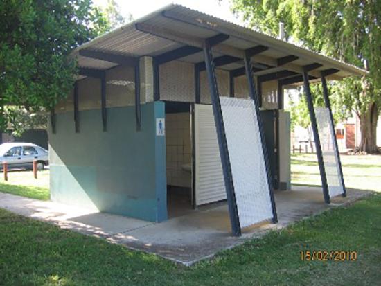 9 contoh Desain toilet minimalis di ruang publik