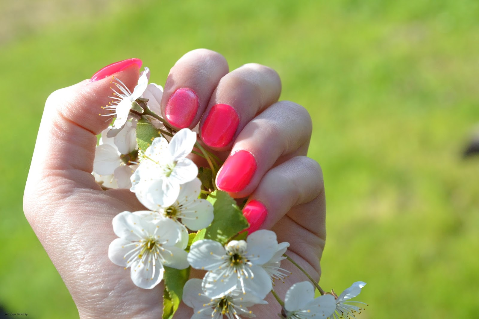 róż inspiracje paznokcie