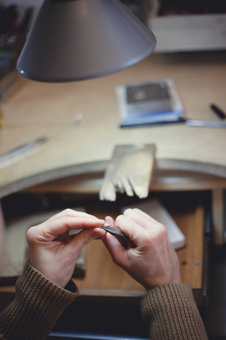 AgJc creating minimalistic jewelry