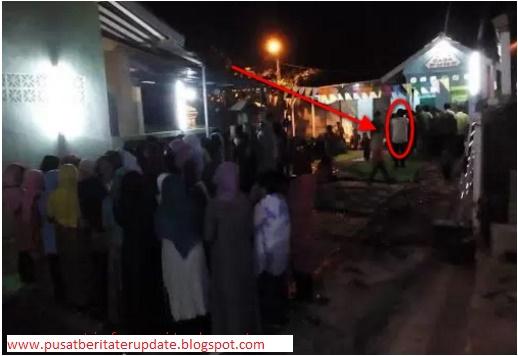 Adzan Jam 10 Malam... Warga Ramai-Ramai Datang Ke Masjid, Ternyata Yang Adzan Sungguh Mengejutkan...