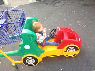 Das Kind ist glücklich: Es sitzt im Superbuggy