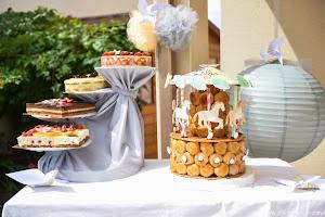 gâteaux au chocolats et fraises et choux en caroussel