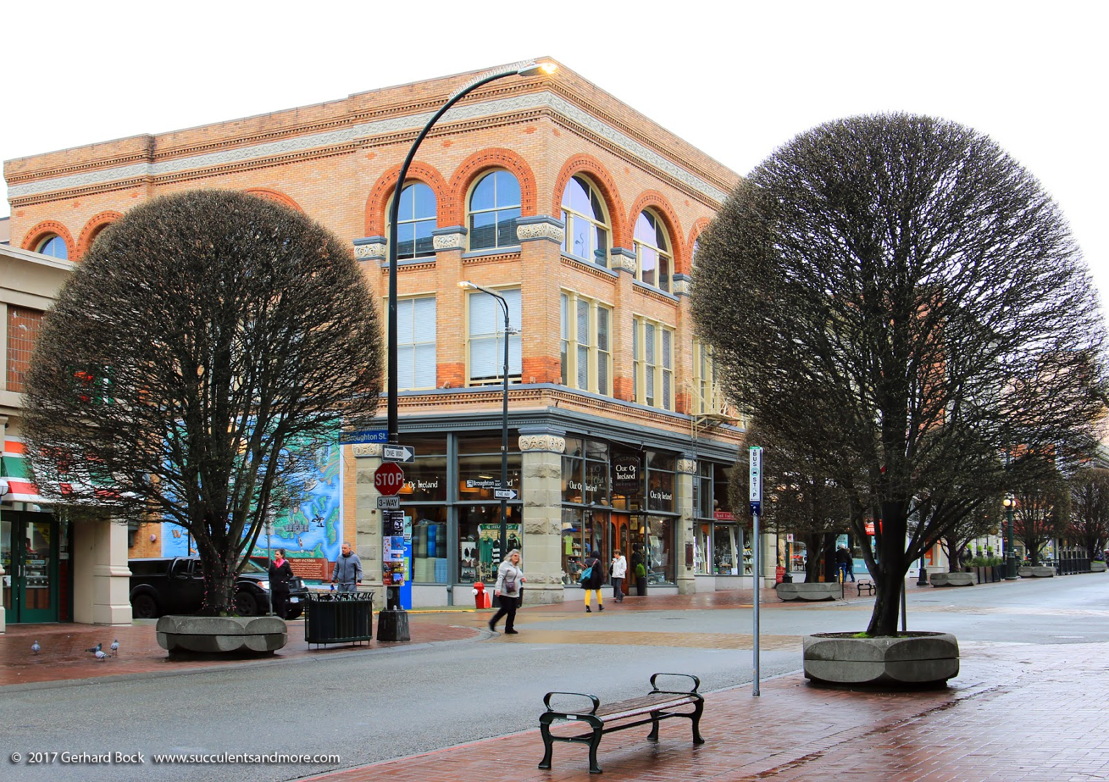 Munro's Book, rated one of the top 10 bookstores in the world by National  Geographic. Munro's Books was started in 1963 by eminent Canadian writer  Alice ...