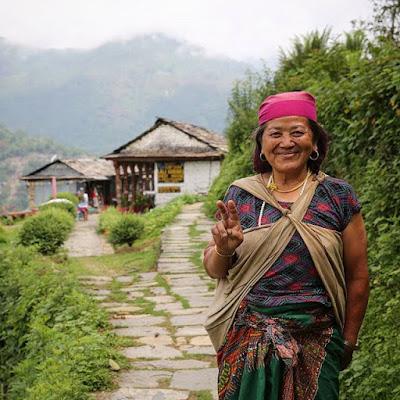 Sonrisas de bienvenida en el trekking de Ghandruk