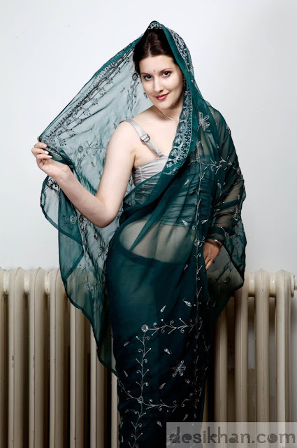 Sexy nude models in saree