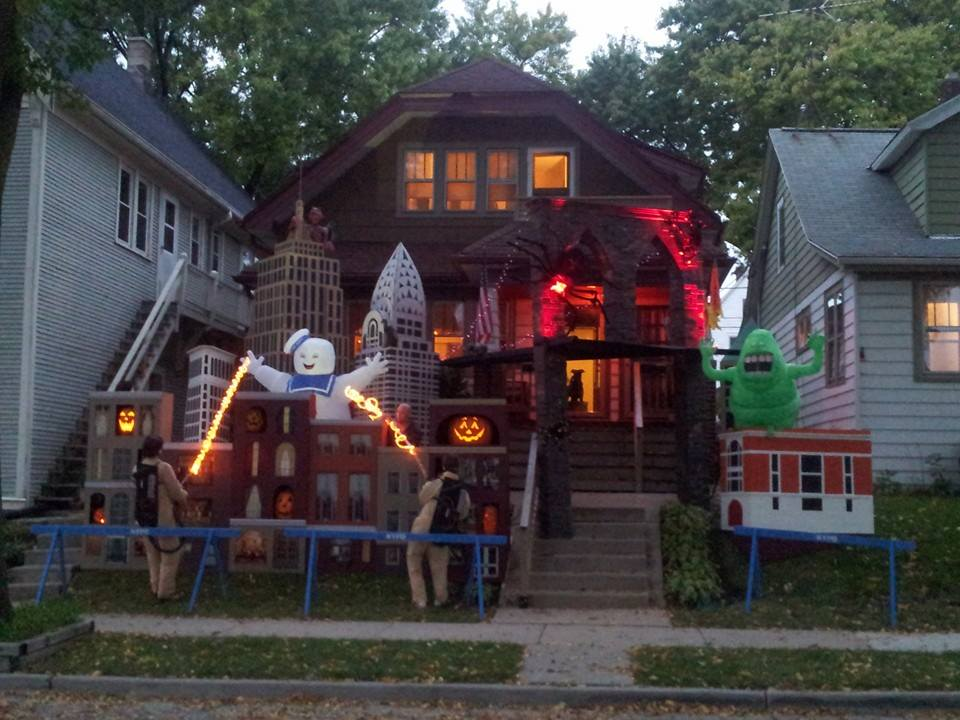Brilliant Halloween house decorations from America | Cool ...