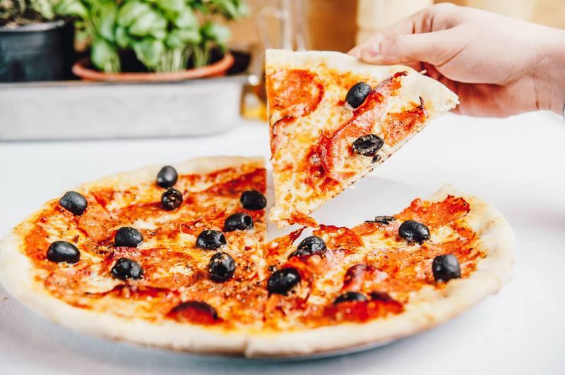 pizza, wloska pizza, linquine ai gamberi, wloska restauracja w krakowie, gdzie zjesc w krakowie, marcelino chleb i wino, oranzeria, restauracja krakow, projekt jana 16, zycie od kuchni
