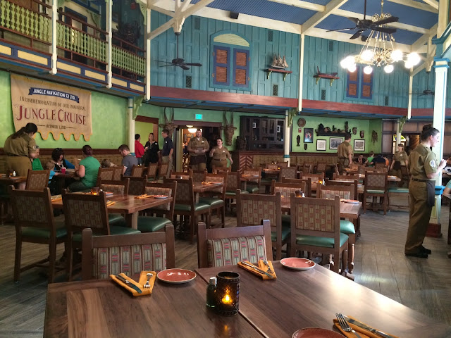 Interior do Restaurante Jungle Skipper Canteen no Magic Kingdom